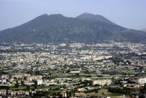 Urban-scene-in-Naples-Italy